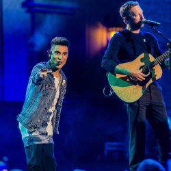 Emmanuel Kelly- performing onstage with Chris Martin